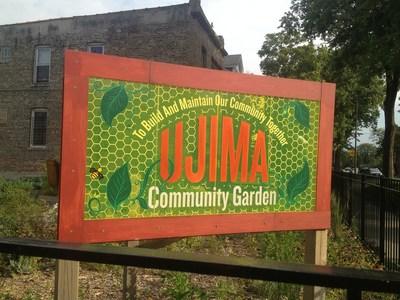 El jardín comunitario de Ujima en West Humboldt Park es el espacio de un esfuerzo conjunto entre NHS y Guaranteed Rate. (PRNewsfoto/Neighborhood Housing Services of Chicago)