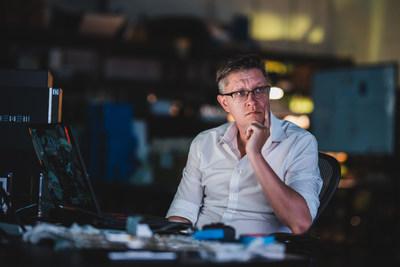 WENEW es cofundada por el famoso artista digital Mike Winkelmann, conocido como Beeple.